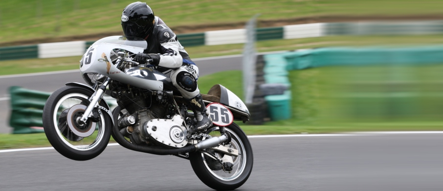 Egli Vincent at Cadwell Park 2009